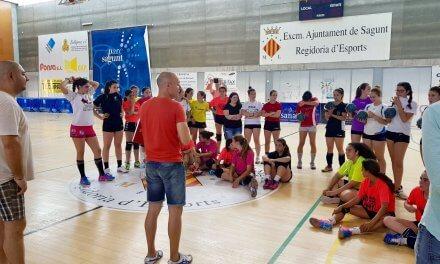 5 equipos del BM Morvedre participan este sábado en la Lliga de Handbol Platja