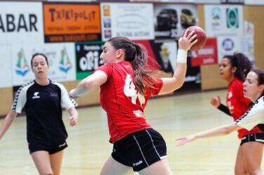 Lucía Gámez ya es jugadora del primer equipo del Balonmano Morvedre