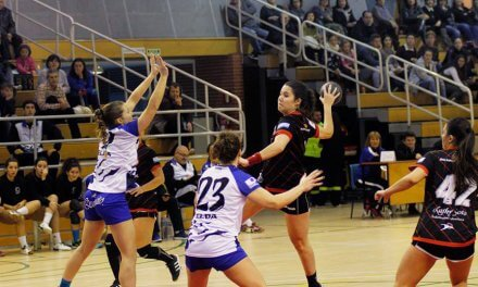 Miriam Calderón sigue por tercera temporada en el primer equipo del Balonmano Morvedre