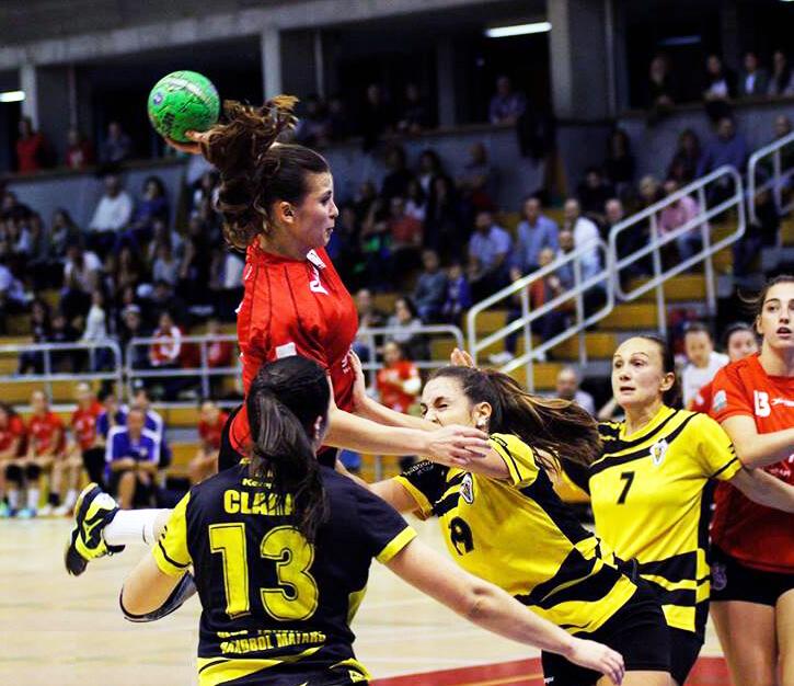 Espectacular duelo del Balonmano Morvedre con el Adesal Córdoba por el ascenso a Liga de División de Honor Femenina
