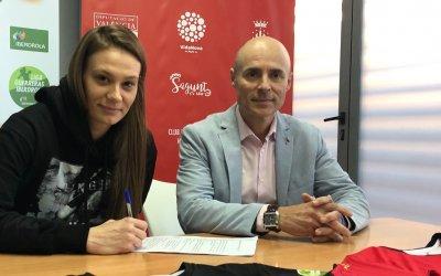 La montenegrina Vanesa Agovic ficha por el Club Balonmano Morvedre